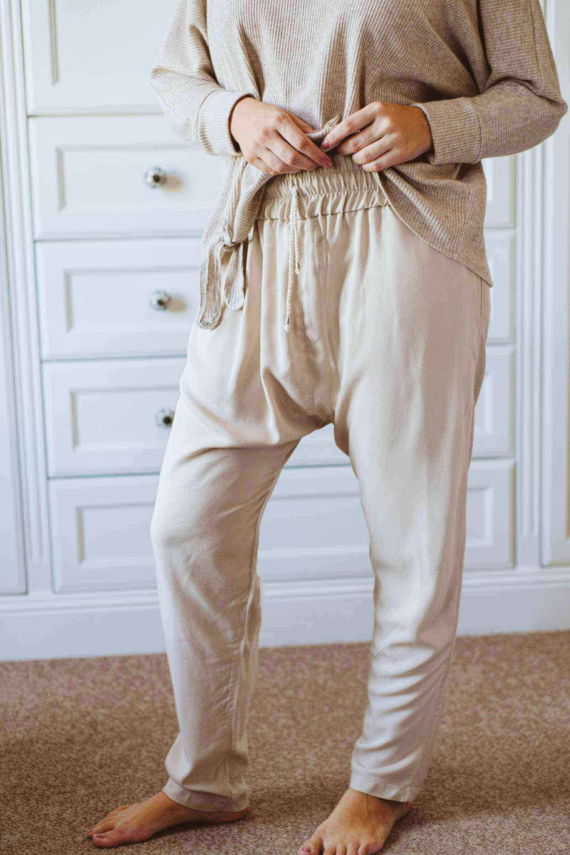 Harem-trousers-stone-rayon-twill-voscose-natural-fabric-loungewear-online-made-local-easyfit-closeup